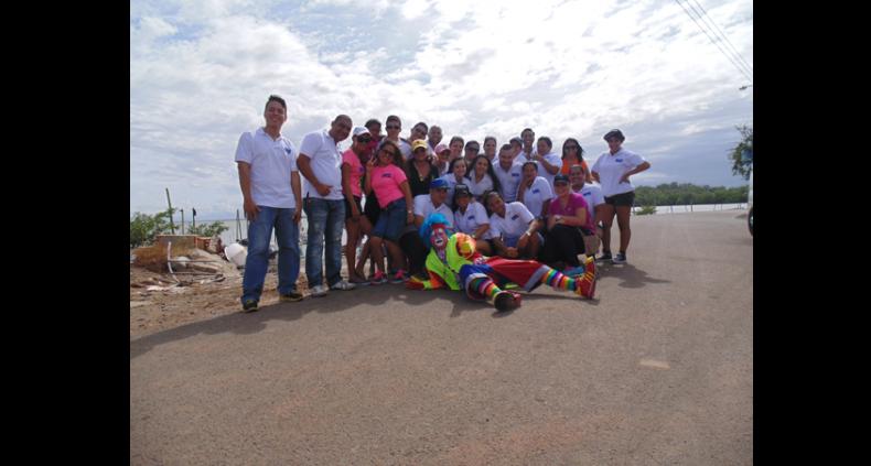 Alcogal inicia el año llevándoles alegría a los niños de la playa El Salado en Aguadulce